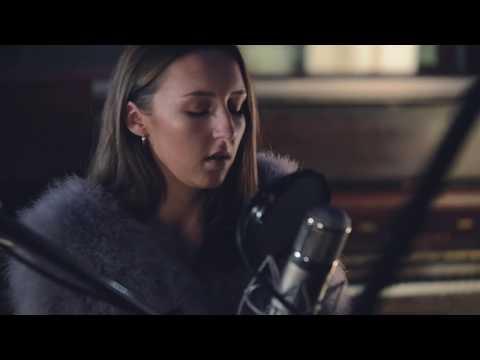 Chloe Smith - Dreams (Fleetwood Mac Cover) - Live @ Dean Street Studios