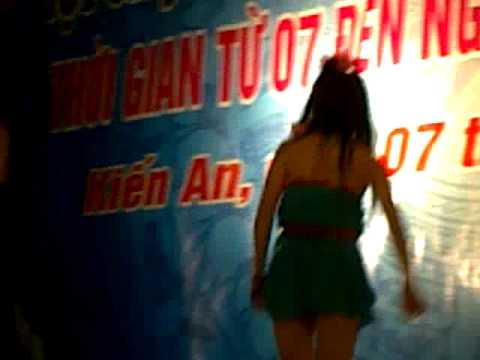 Châu Khải Phong Hát Nhảy VS Hót Girl bigc Và Anh Hoảng Sợ Ở An Lão Nhảy Múa Điên Cuồng Trên Sân Khấu Hội Chợ Kiến An