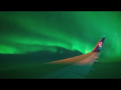 Watch as plane flies through Southern Lights