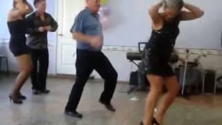 прикол на свадьбе танец бомба дед отжог прикол!!!!