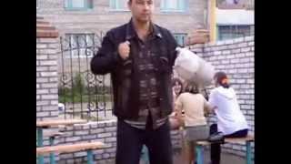 прикол!!! пьяный мужик отжигает на танцполе!!!