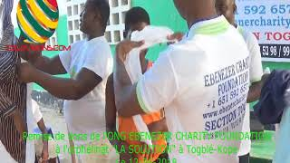 TOGO/ L'ONG EBENEZER CHARITY FOUNDATION remettant ses dons à l'orphelinat