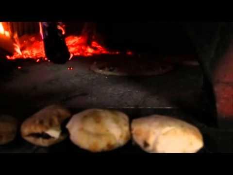 How it's made: Pizza In Naples / Napoli Italia Pizzeria