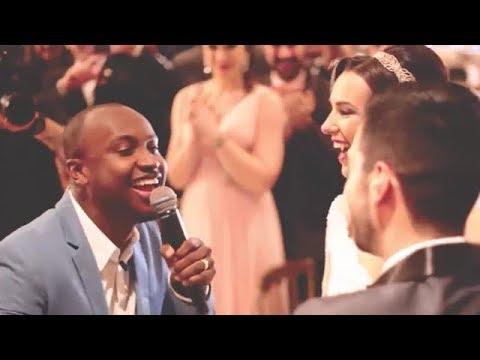 Thiaguinho invade casamento e canta Ainda Bem