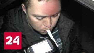 Пьяный кировчанин разбил три машины, предаваясь любовным утехам за рулем - Россия 24