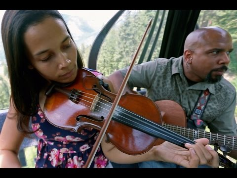 "Carolina Chocolate Drops ""Don't Get Trouble In Your Mind"" (acoustic) // Gondola Sessions"