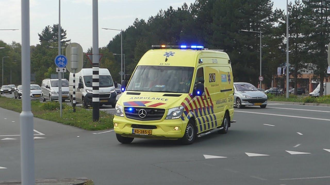 Ambulance 22-125 rijpopleiding met spoed door Oss