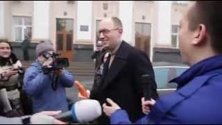 Дурнев подарил Яценюку морковку(, 2013-03-15T22:17:53.000Z)