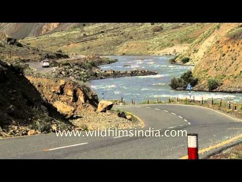 Leh-Srinagar highway en route Kargil - Jammu and Kashmir, India