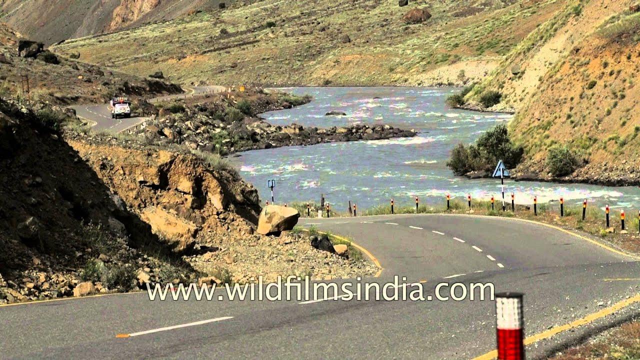 Leh Srinagar Highway En Route Kargil