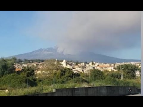 Mount Etna releases gigantic ash cloud over Sicily - Daily News
