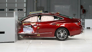 2017 Buick LaCrosse driver-side small overlap IIHS crash test