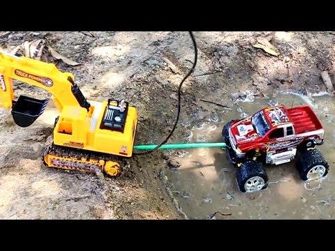 รีวิวของเล่น - รถแม็คโคร VS รถบิ๊กฟุต Truck Bigfoot วีดีโอสำหรับเด็ก