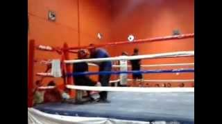 Viejito de 55 años boxea contra campeon del estado en Tamaulipas