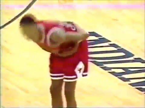 Scottie Pippen bows