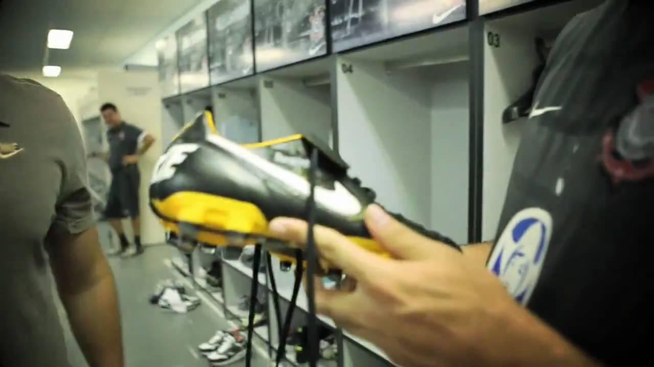Ronaldo receiving his Nike Tiempo '94