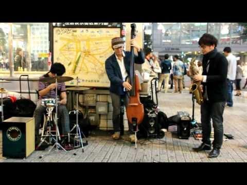東京 渋谷区にジャズ演奏家 Tokyo jazz street artists in Shibuya