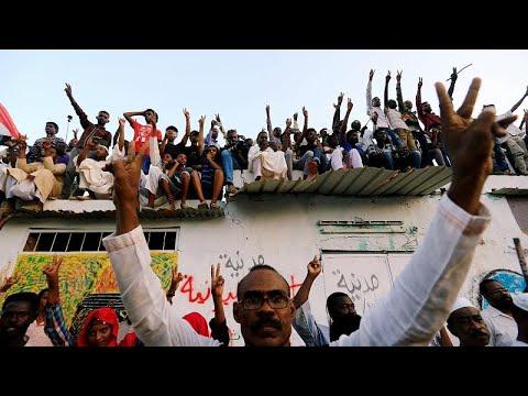 المحتجون في السودان يعودون إلى ساحة الانتفاضة ضد البشير …  - 23:54-2019 / 7 / 18