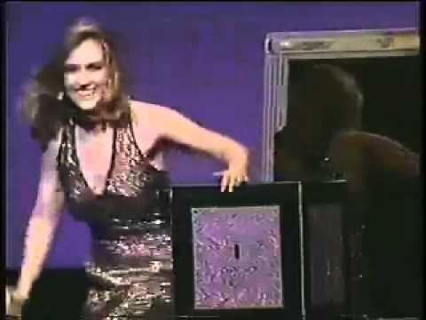 Lisa Menna: Magician and Illusionist thumbnail