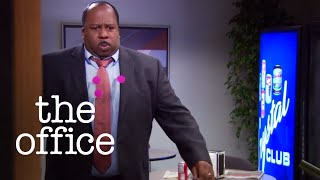 Dwight Tranquilizes Stanley - The Office US