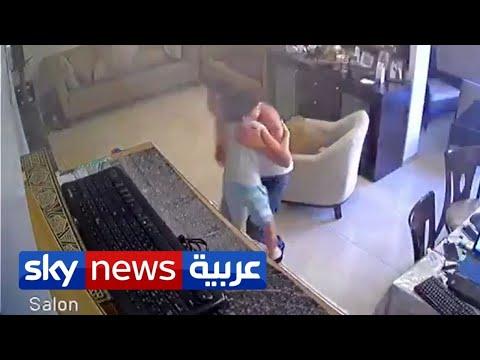 أب لبناني يحتضن ابنه داخل بيته لحظة وقوع انفجار مرفأ بيروت  - نشر قبل 7 ساعة