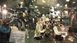 Forbidden Planet London. Cult Models In Display Cabinets (1080hd)