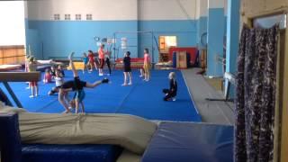 Тренировка по акробатике