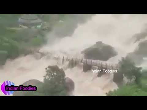 Kerala Floods 2018 - Scary video of ferocious water overflow house building hills collapses