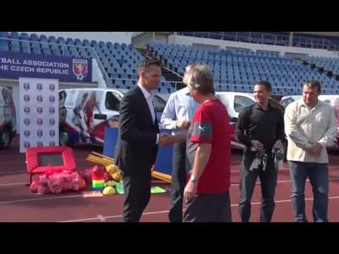 Grassroots manažeři převzali nové fotbalové dodávky