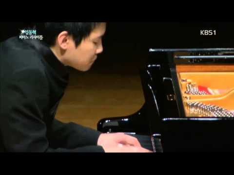 Dong hyek lim plays Lv Beethoven : Piano Sonata No14 in C sharp minor Moonlight