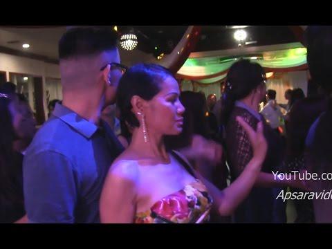 ផ្លាប់ ផ្លាប់ ផ្លាប់ - Bunnat sings  Khmer Leur dance song in Long Beach, CA