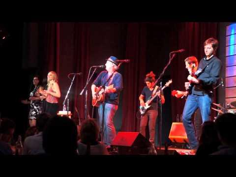 FUN crowd pleaser, end is the best! Jeff Daniels w. The Ben Daniels Band, Nashville, TN