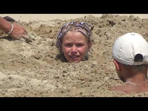 Забава детей и родителей на пляже в АНАПЕ