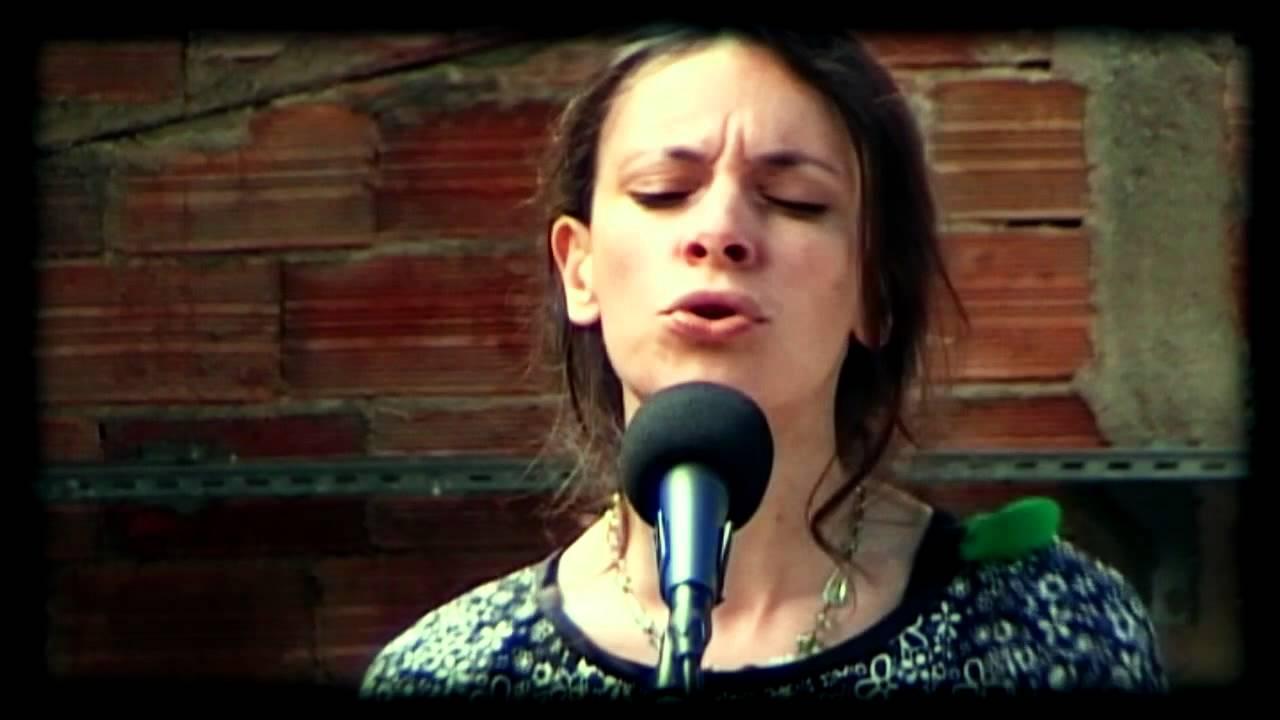 emily-loizeau-fais-battre-ton-tambour-fd-acoustic-session-faitsdiversshow
