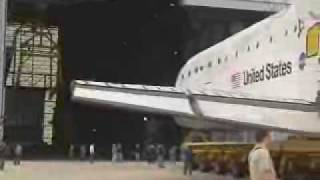 STS-131:Discovery moves to the VAB