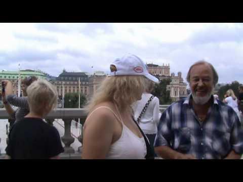 Возле Королевского дворца в Стокгольме.avi