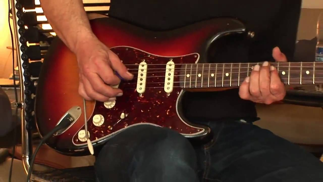 Fender Road Worn Strat With Custom Shop Texas Special Pickups Part1