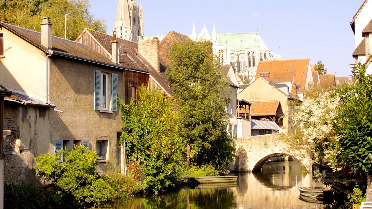 Chartres france in a day and 2 nights not just a for Piscine chartres