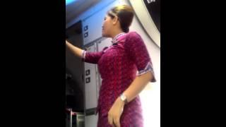 Download Video Rekaman Langsung Kegiatan Pramugari Lion Air sebelum Lepas Landas MP3 3GP MP4