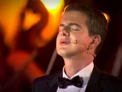 "PJ sings ""Les Feuilles Mortes"""