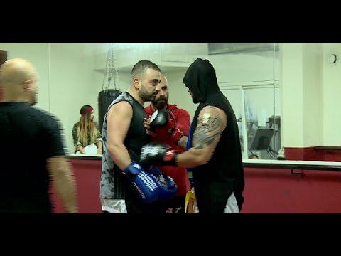 شو صار مع مارسيل لما حاول يتحدى الملاكم جوني ؟