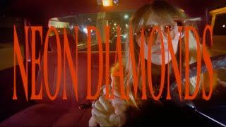 Смотреть клип Lainey Wilson - Neon Diamonds