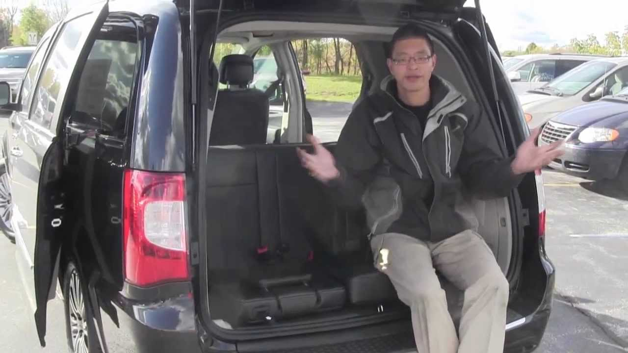stow 39 n go 2014 chrysler town country appleton wi van horn youtube. Black Bedroom Furniture Sets. Home Design Ideas