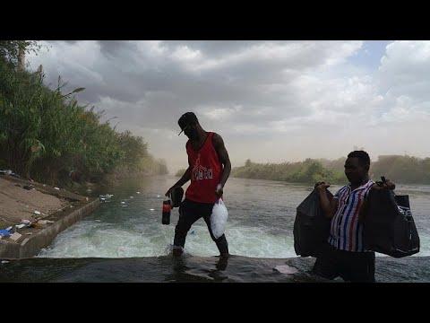 شاهد: كيف يعيش المهاجرون الهايتيون العالقون عند الحدود الأمريكية المكسيكية…
