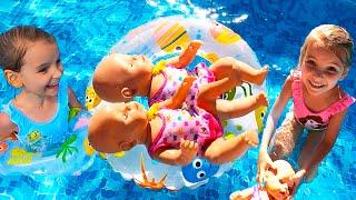 Куклы Беби Бон купаются в Бассейне Как Мама Видео для детей / Magic  Twins