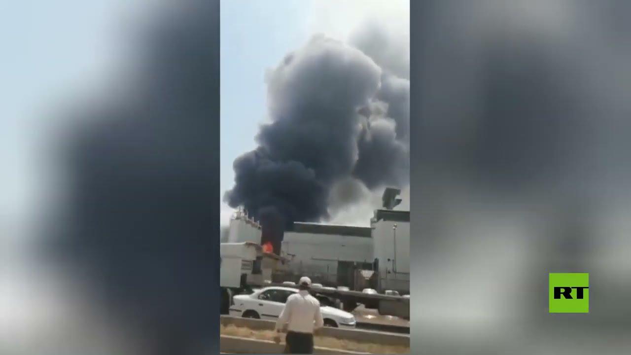 اندلاع حريق عقب انفجار في مصنع لإنتاج المنظفات في مدينة قزوين شمال إيران  - 12:58-2021 / 5 / 8