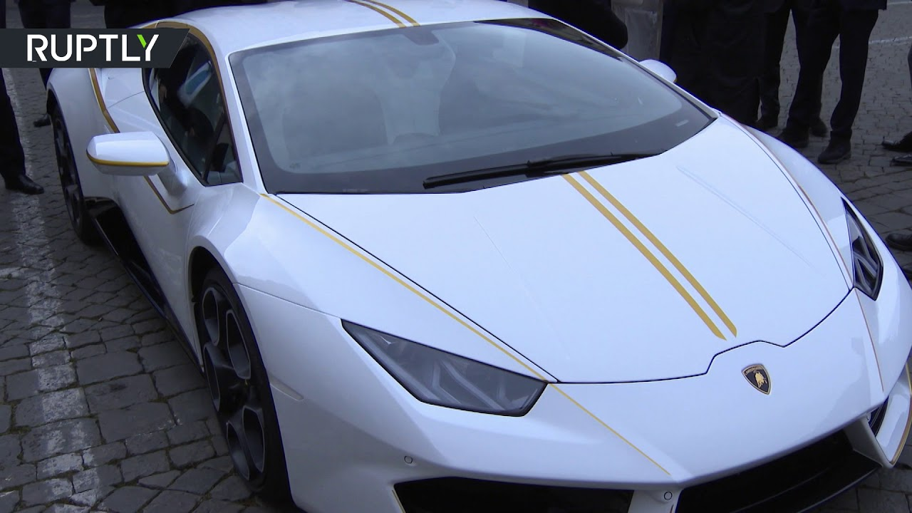 Папа Римский отдал подаренную ему уникальную модель Lamborghini на благотворительность