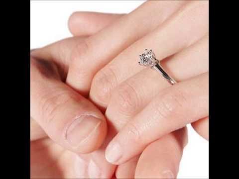 Dedo en donde va el anillo de compromiso