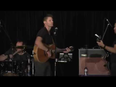 Jensen Ackles sings Lynyrd Skynyrds Simple Man, at Supernatural VanCon 2015