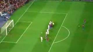 Ronaldinho = Genius! Barcelona FC Vs. Bayern Munich (Gamper) thumbnail